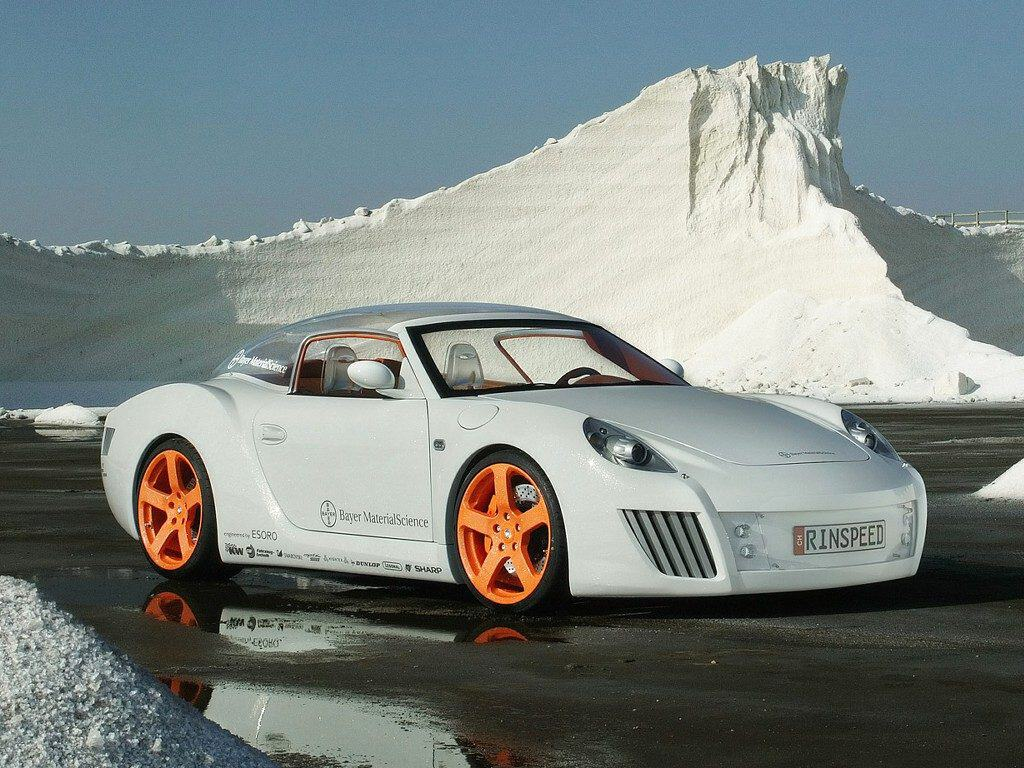 Side view of the zaZen Porsche in front of an ice sheet