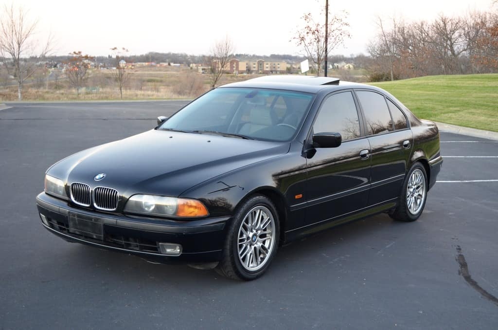 BMW 540i (E39) Front View